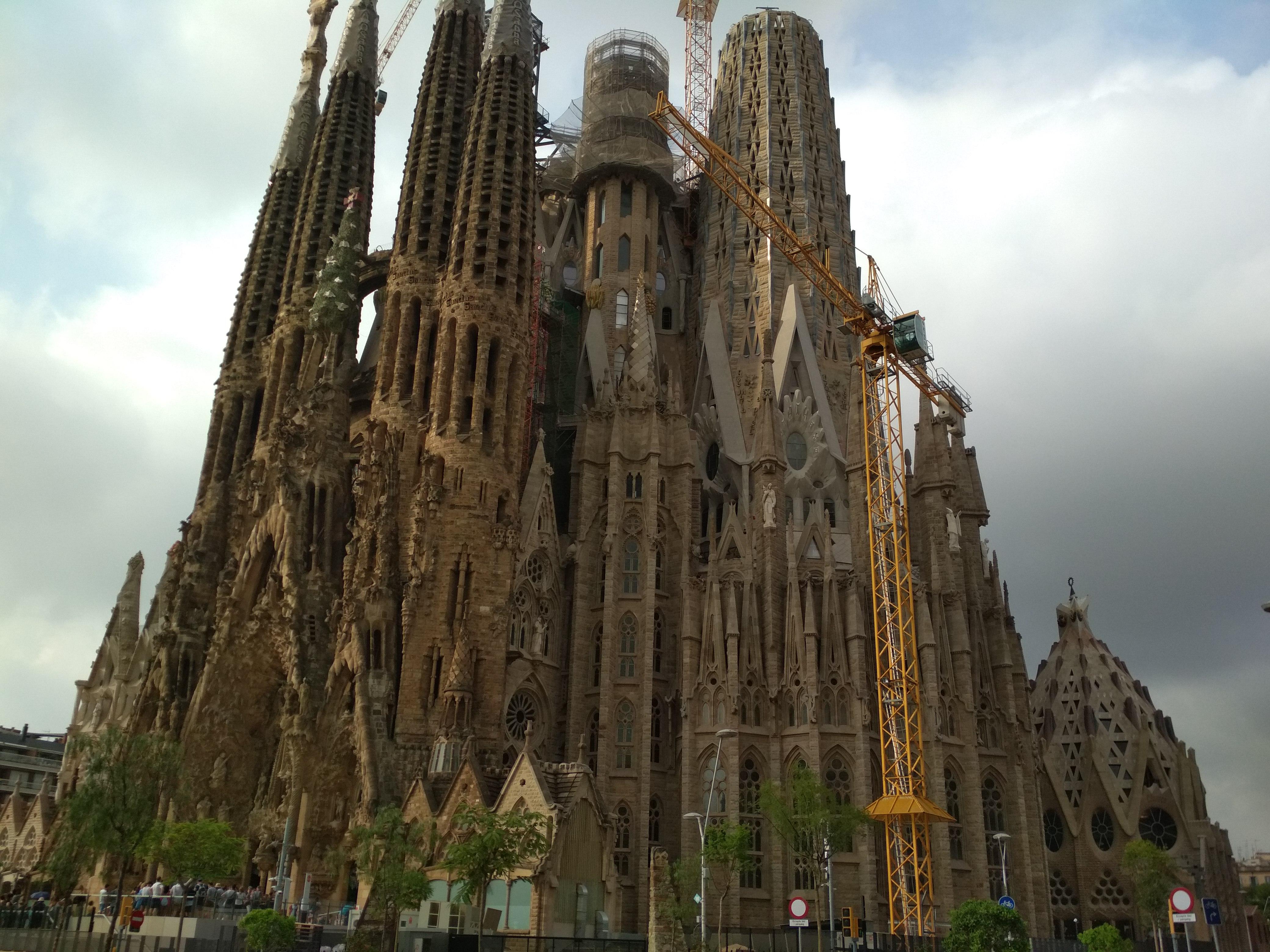 Саграда Фамилия в Барселоне. Интересные факты, отзывы, фото